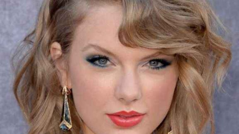 Women's hairstyles for short curly hair - Taylor Swift
